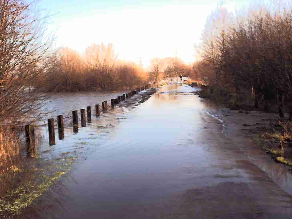 flooded access road over chertsey meads 2002-2003